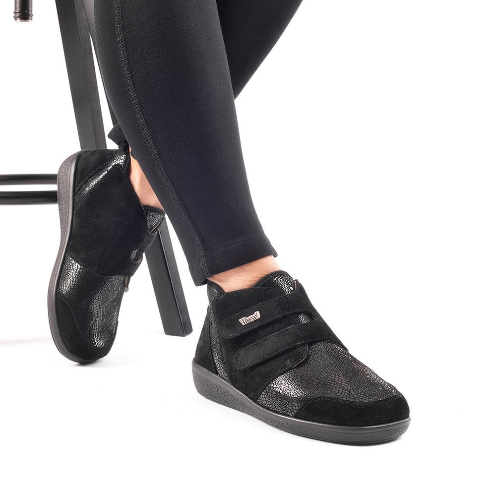 Varomed Florett Klettschuh Lyon schwarz getragen