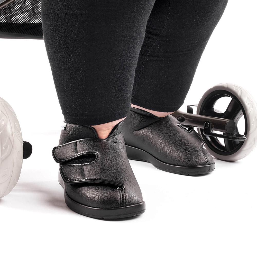 Varomed Florett Therapieschuh Klettverschluss London schwarz getragen