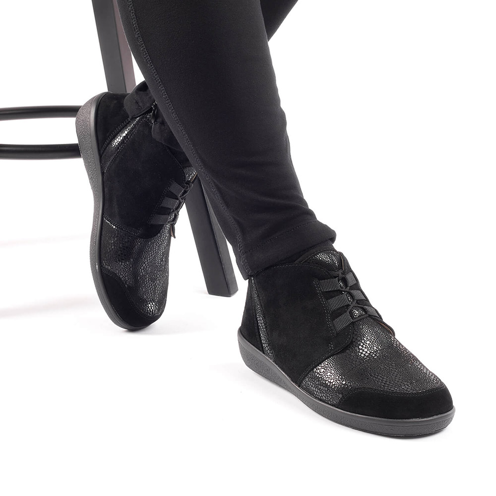 Varomed Florett Schnürschuh Perpignan Damen schwarz getragen